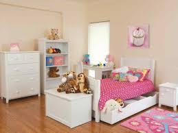 غرفة نوم صغيرة باللون الابيض روعة وشيك جداً