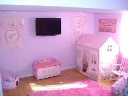 غرفة نوم على شكل بيت صغير داخل الغرفة جديدة