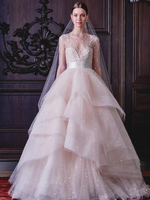فستان زفاف جميل جداً وشيك