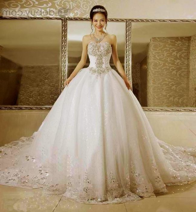 فستان زفاف بتصميم حلو جداً وجميل