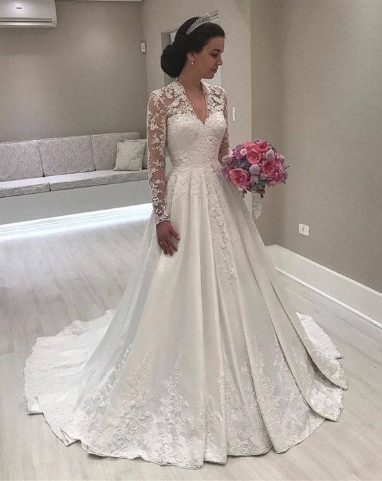 7e4b9c512 فساتين زفاف ايلي صعب شامبين قصيرة 2019