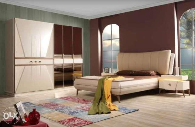البساطة والجمال في هذه الغرفة باللون البني والبيج