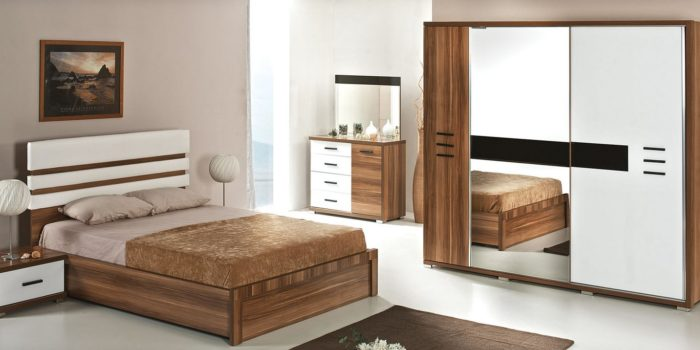 تتميز هذه الغرفة بالجمال والشياكة والاناقة حقاً لان الخشب هو السائد فى هذه الغرفة