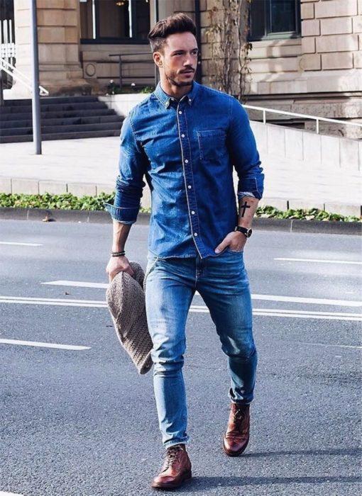 تصميم رائع جداً يتكون من قميص وبنطلون جيز وشوز باللون البني اللامع