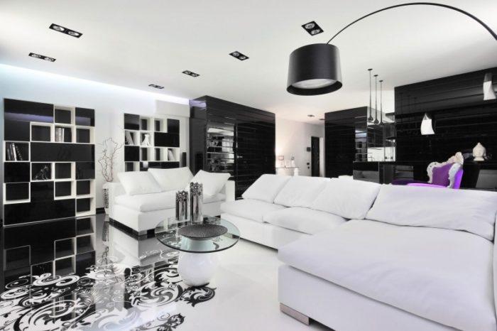 غرفة جلوس مودرن شيك جداً باللون الابيض بتصميم أنيق وشيك كما تحتوي على ترابيزة زجاجية مستديرة تعطي منظر جميلاً