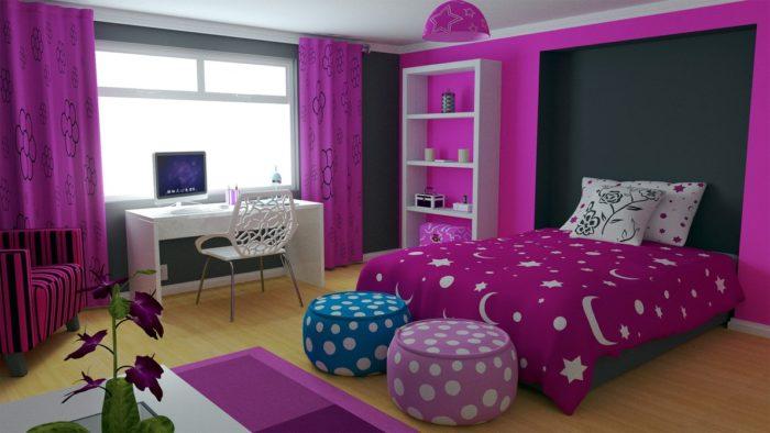 غرفة نوم باللون البنفسجي رائعة مع ستارة وكرسي و باف شيك جداً