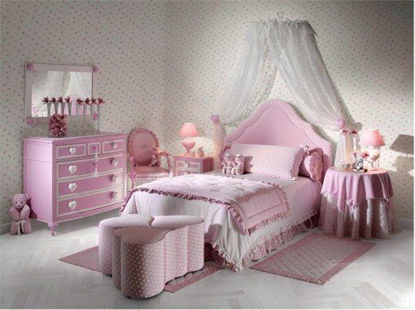غرفة نوم تتكون من سرير متنجد باللون البينك وتسريحة شيك جداً مع باف بتصميم رائع