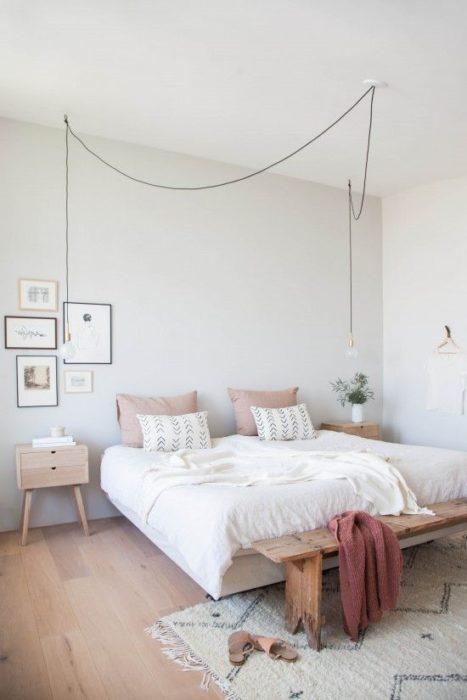 غرفة نوم خشبية بتصميم سيمبل جداً