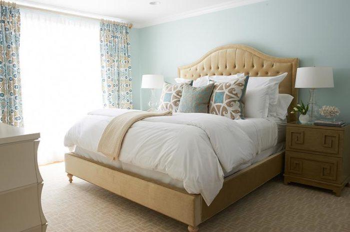 غرفة نوم رائعة وجميلة جداً باللون البيج