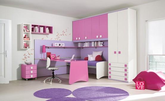غرفة نوم رائعة وشيك باللون الابيض والموف والبينك ومكتب وكمودينو بتصميم بسيط