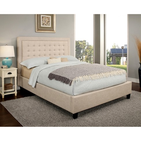 غرفة نوم رائع وشيك تحتوي على سرير بيج هادئ وبسيط
