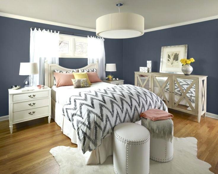 غرفة نوم راقية جداً وتناسب الذوق الراقي مكونة من بوفيه وسرير وكمودينو مع 2 باف دائري