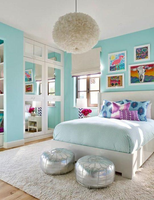 غرفة نوم فى منتهى الجمال والشياكة مكونة من سرير و2 باف ودولاوب