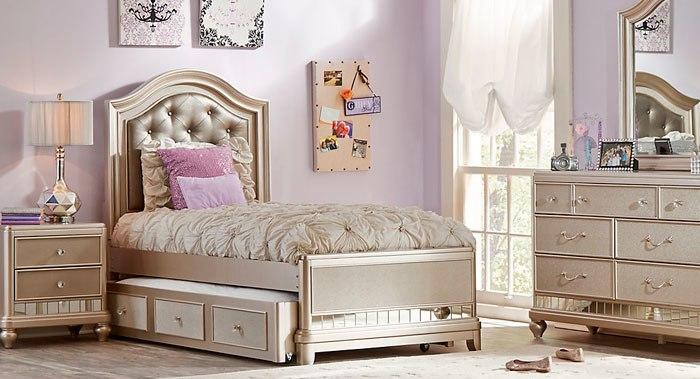 غرفة نوم كاملة مكونة من سرير بخزنة مودرن مع تسريحة بتصميم رائع وكمودينو حلو جداً