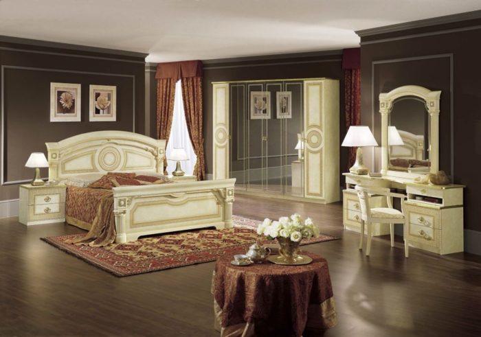 غرفة نوم كلاسيكية رائعة وجميلة جداً وتناسب الذوق الراقي