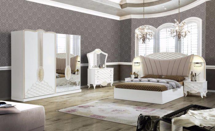 غرفة نوم كلاسيكية فخمة جداً وشيك