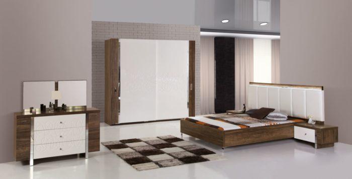 لمسة دافئة وجميلة جداً للون الكافيه داخل الغرفة والذي يلعب دوراً هاماً فى تصميم الغرفة