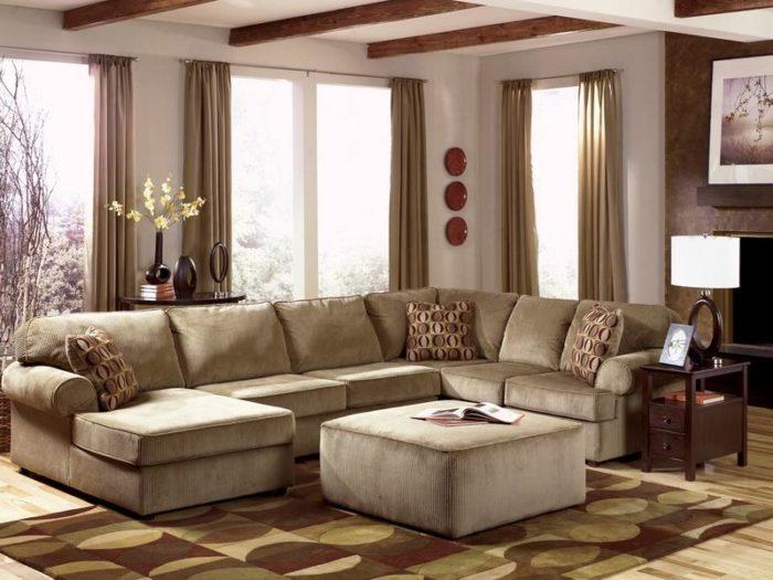 أختيار الاثاث والالوان الهادئة للغرفة تعطي جو اً جميلاً وأنيق كما نلاحظ في هذه الغرفة