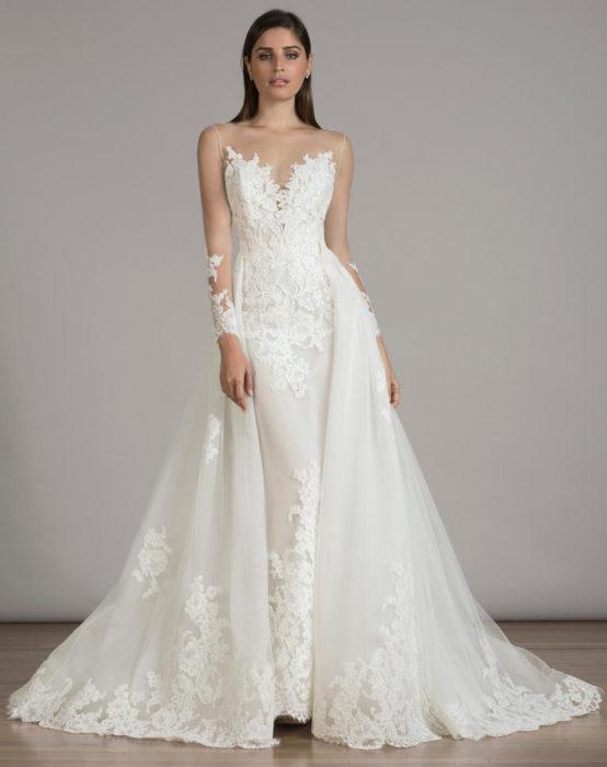 e813746965582 تم تصميم هذا الفستان بلمسة عصرية أنيقة يناسب صاحبات الجسم الرشيق
