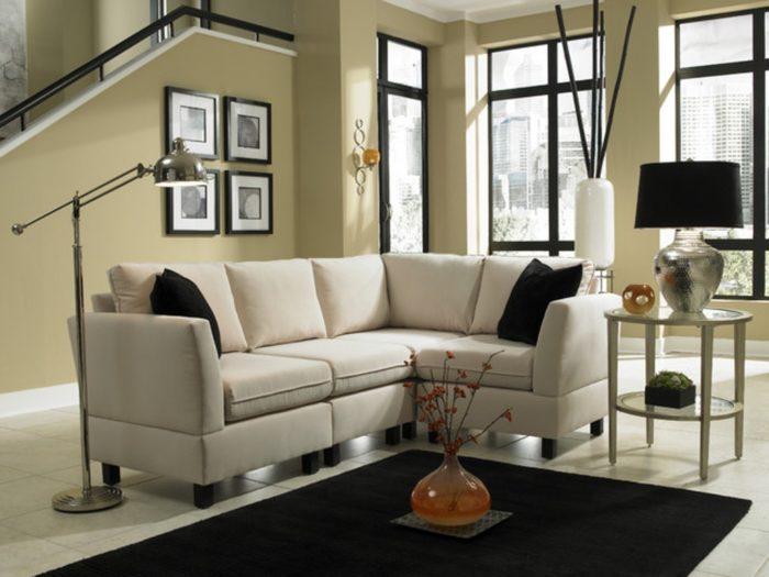 غرفة جلوس صغيرة الحجم رائعة وبتصميم هادئ جميل