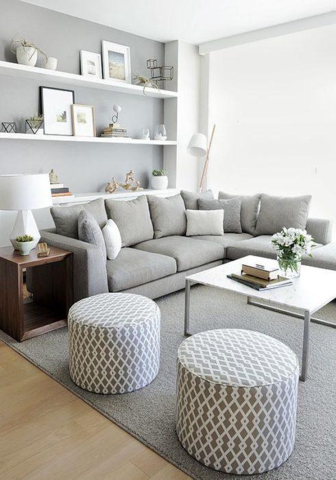 غرفة جلوس صغيرة الحجم فى منتهى الجمال الشياكة والروعة رمادية اللون