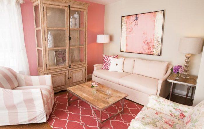 غرفة معيشة جميلة وبسيطة