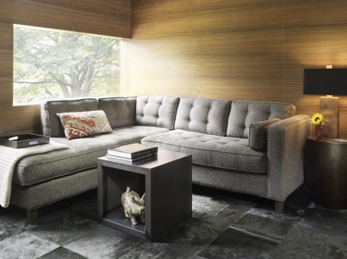 غرفة معيشة زواية صغيرة مكونة من ركنة صغيرة وترابيزة بتصميم رائع