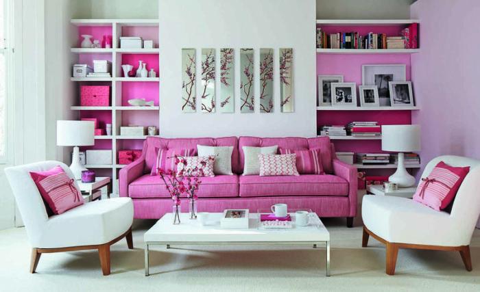 غرفة معيشة قمة الشياكة مكونة من كنبة و2 كرسي وترابيزة بيضاء رائعة