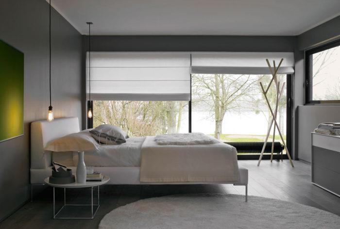 غرفة نوم بتصميم هادئ وبسيط