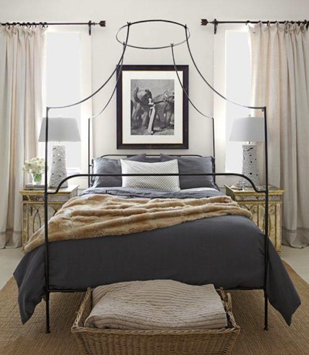 غرفة نوم رائعة مكونة من سرير مصنوع من الحديد