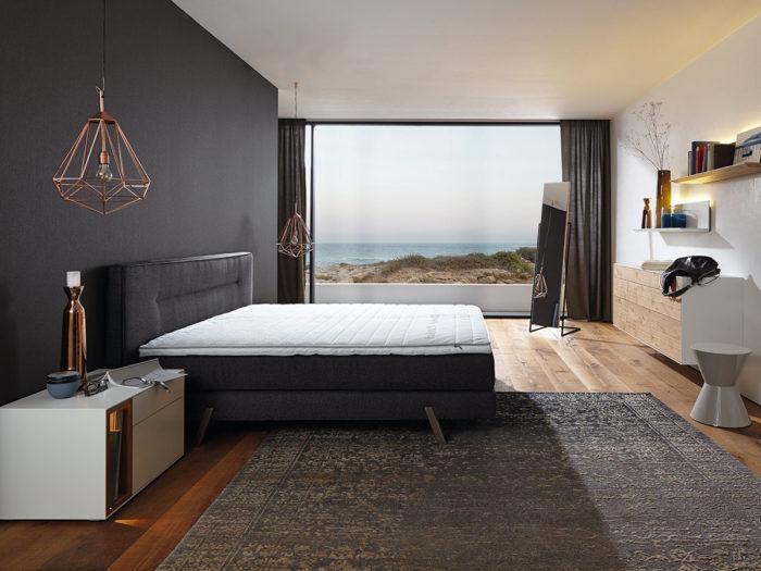 غرفة نوم سوداء هادئة وتناسب الذوق الراقي
