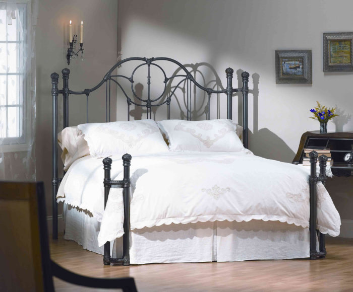 غرفة نوم شيك جداً بسيطة