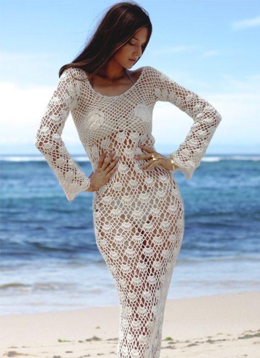 فستان بكم أبيض طويل من الكروشيه
