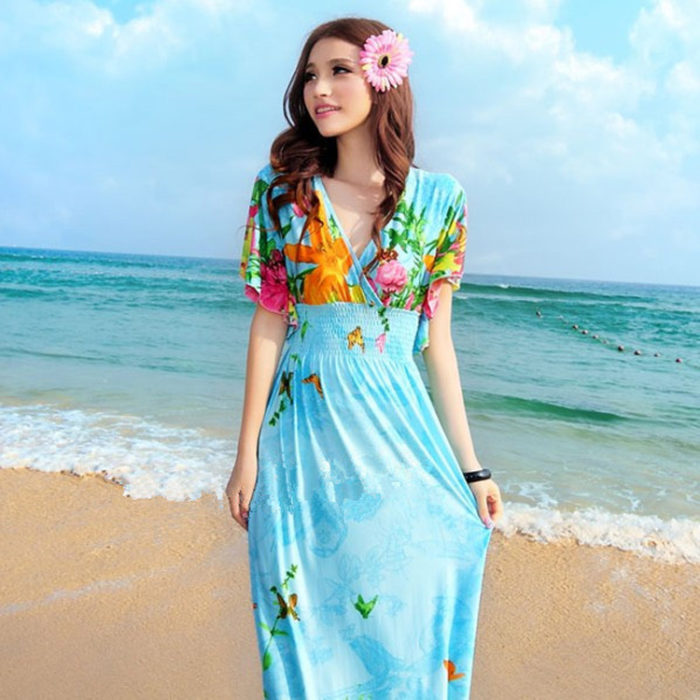 فستان بنصف كم مزين بالورود بالوان مبهجة ومناسب للبحر جداً