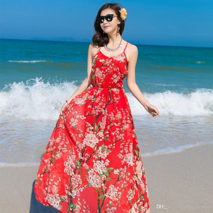 فستان طويل باللون الاحمر منقوش بالورود