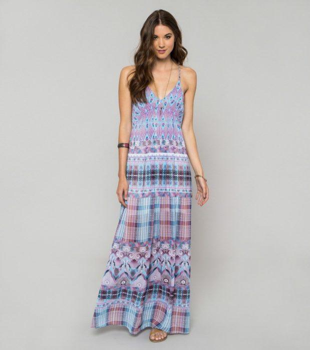 فستان طويل رائع للشواطئ ويمكن أرتدائه أيضاً فى الخروجات مع صندل