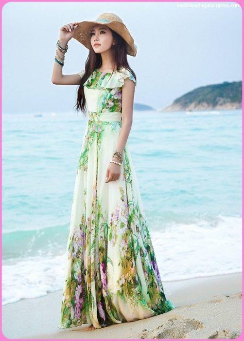 فستان طويل مزين بالازهار مع قبعة سيمبل