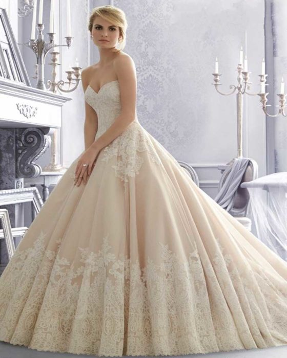 6fb2cec23c904 فستان كاب سيمبل باللون البيج الفاتح مناسب جداً للذوق الراقي