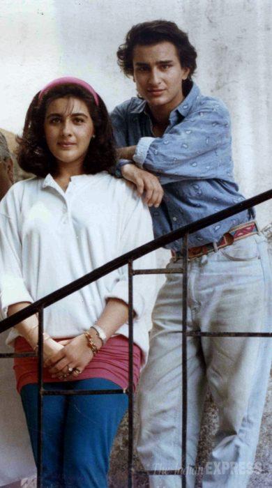 صورة تجمع بين النجم سيف علي خان وزوجته الاولى في بداية زواجهم