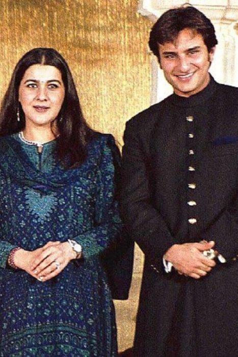 صورة ترائعة تجمع بين سيف علي خان وزوجته الاولى النجمة امريتا سيننغ