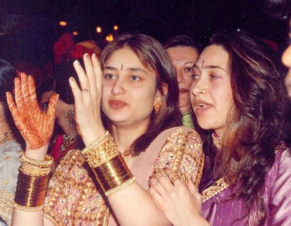 صورة لكارينا كابور واختها كريشما كابور قبل الشهرة