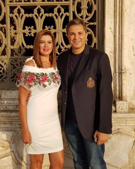 صورة للنجمة رانيا فريد شوقي وزوجها من حفل كتب كتاب بنت اختها ناهد السباعي