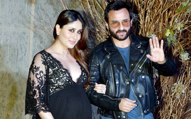 صورة للنجمة كارينا كابور وهي حامل مع زوجها سيف علي خان