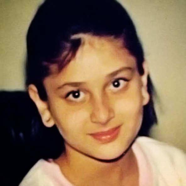 صورة للنجمة كارينا كابور وهي طفلة