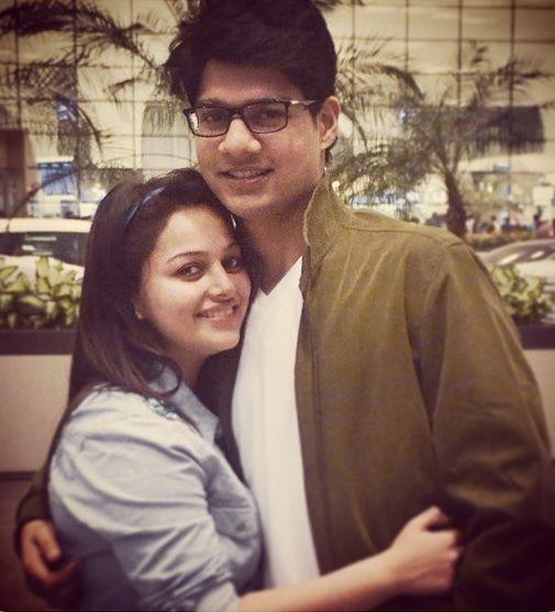 صورة للنجمة نيها لاكشمي مع حبيبها