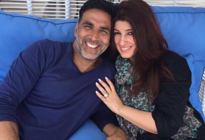 صورة للنجم اكشاي كومار مع زوجته
