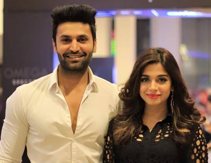 صورة للنجمة Sonya Hussain مع زوجها