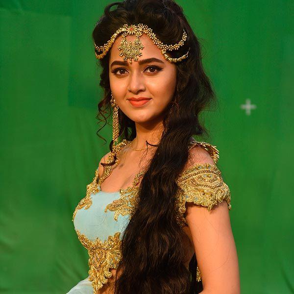 النجمة الهندية الجميلة تيجاسوي براكاش