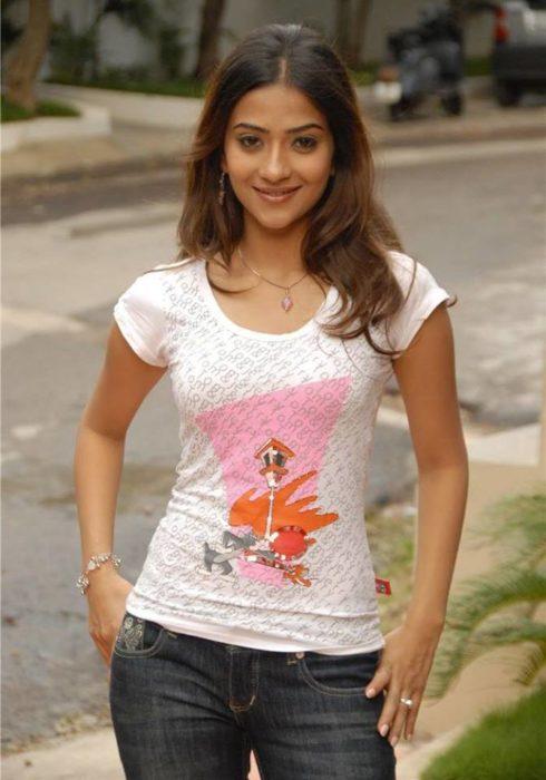النجمة الهندية الشابة Aditi Sharma