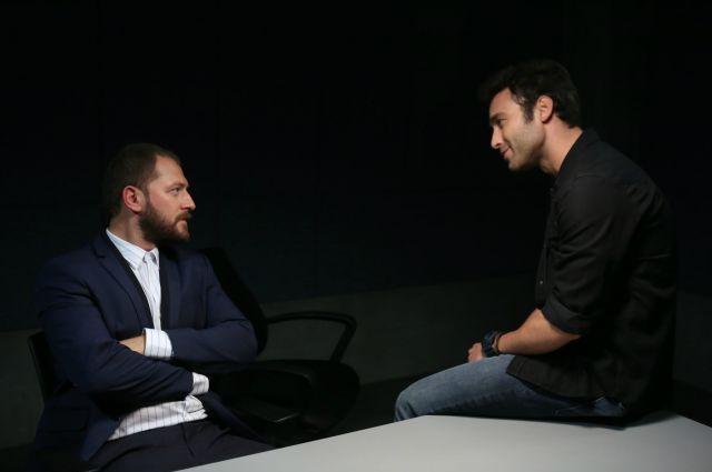 صورة تجمع بين القائد اصلان وجيهان
